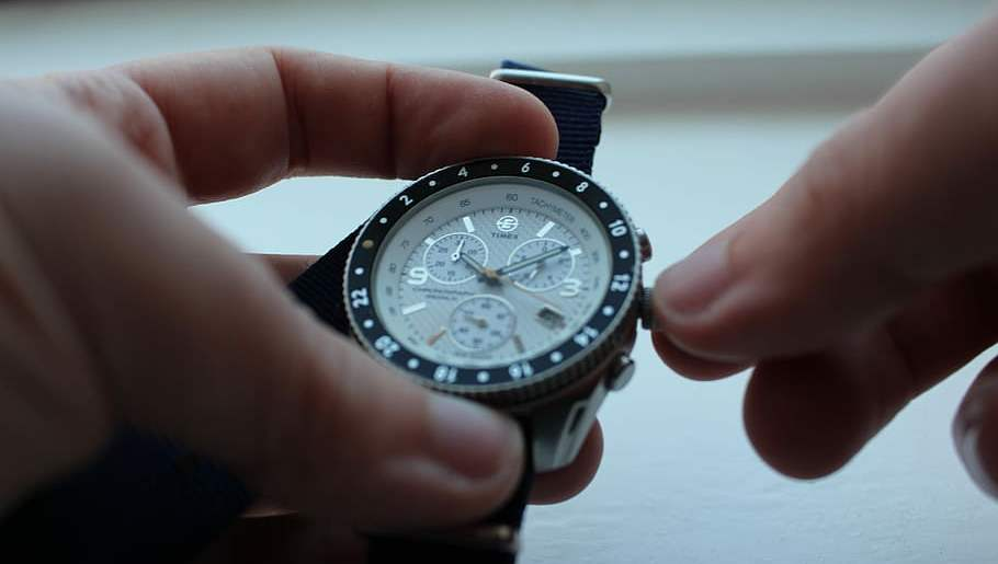 how to use function of a chronograph watch.
