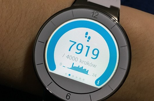 How Do Smartwatches And Fitness Trackers Measure Steps?